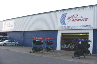 Magasin et parking Pneus-minute